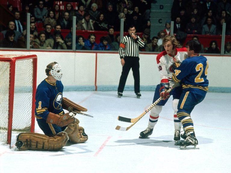 goaltender Roger Crozier of the Buffalo Sabres