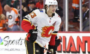 Flames Beat Blackhawks Led by Monahan & Lindholm