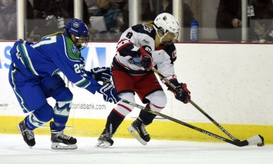 Buffalo or Bust for Two NWHL Free Agents