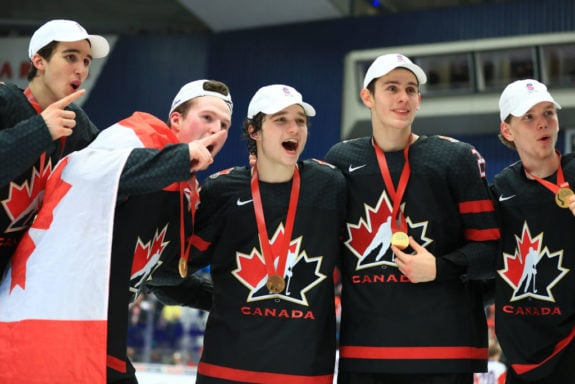 Canadian players gold medals WJC 2020