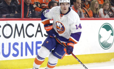 Islanders Re-Sign Hickey
