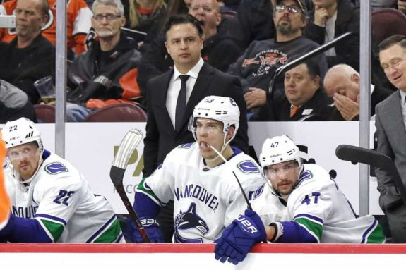 Travis Green Canucks bench