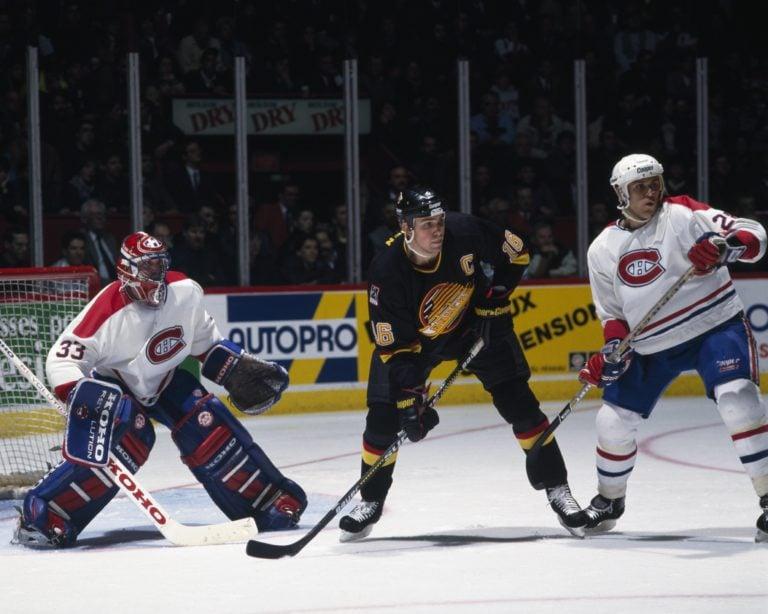 Trevor Linden #16 of the Vancouver Canucks