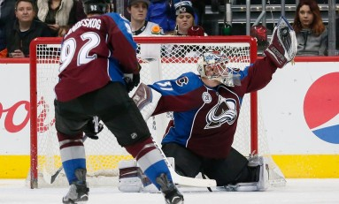 Avalanche Re-Sign Calvin Pickard
