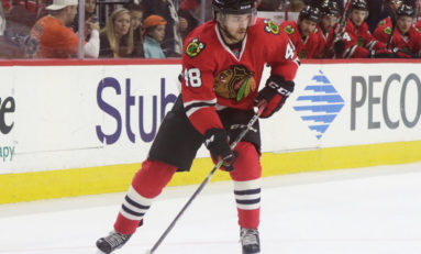 Blackhawks Re-Sign RFAs Hinostroza & Hayden