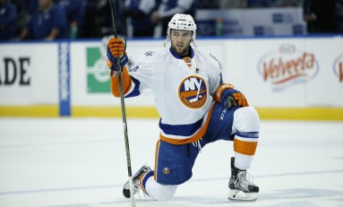 Islanders Re-Sign Alan Quine