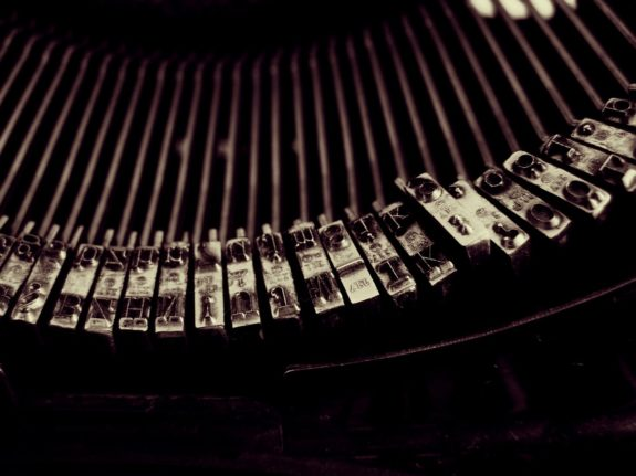 https://pixabay.com/en/typewriter-write-vintage-1245894/
