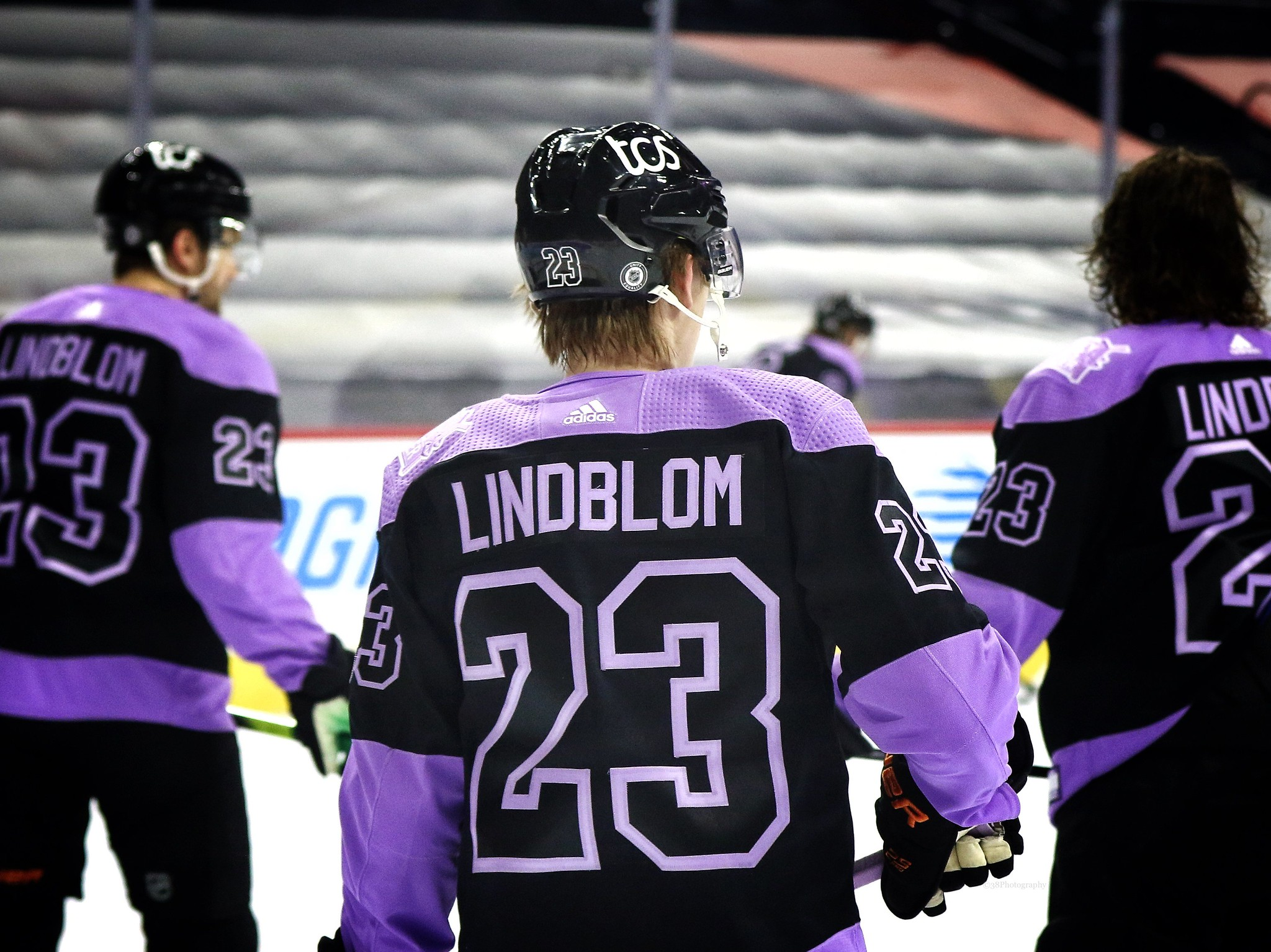 Flyers Honor Oskar Lindblom as They Host Hockey Fights Cancer Night